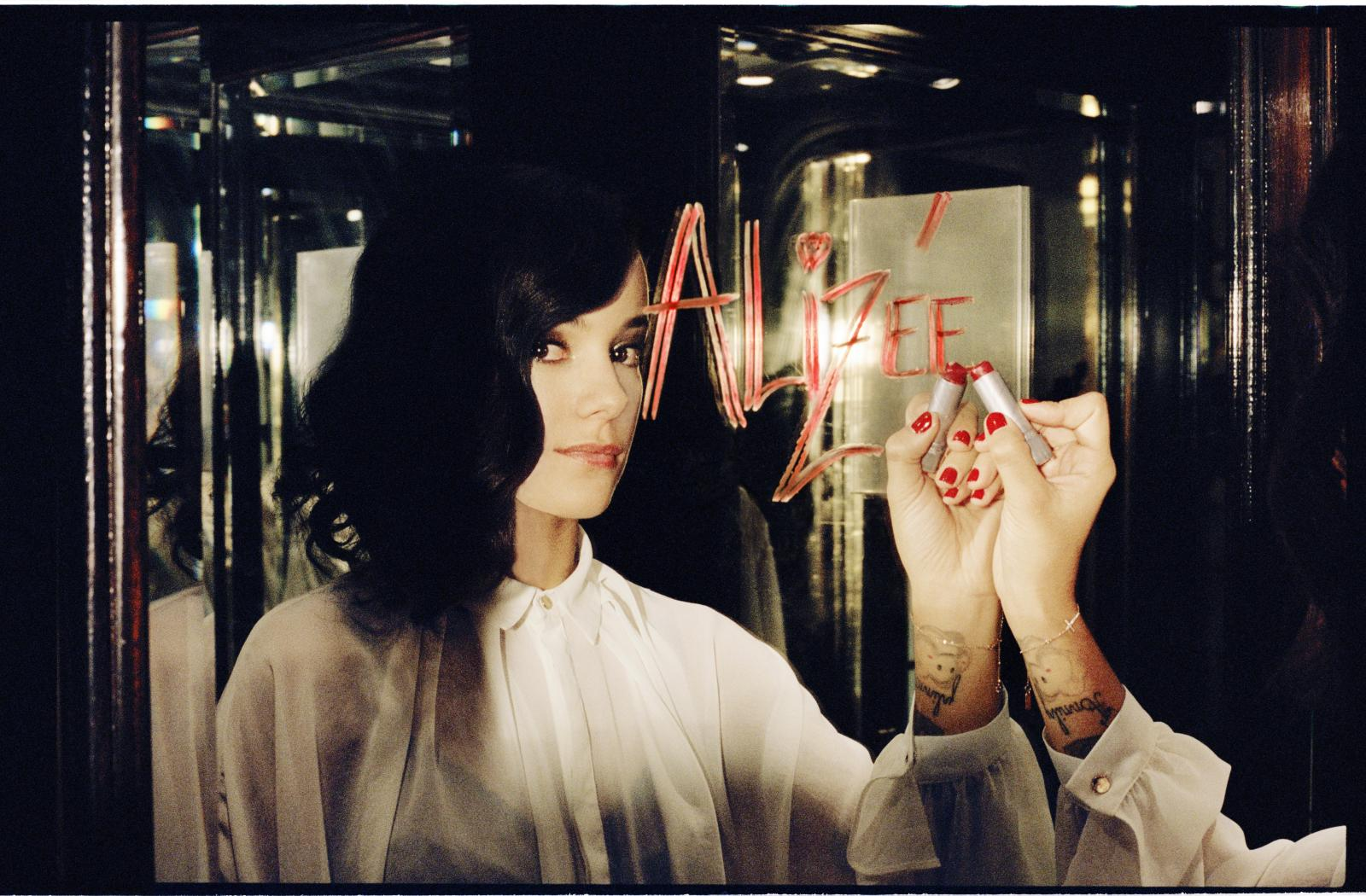 Французская певица ализе стриптиз 18 ...